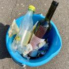 Eine Woche lang täglich 3 Stücke Abfall auf den Straßen seiner Stadt aufheben und entsorgen